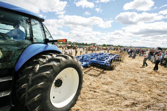 Corn stalk tilage demonstration